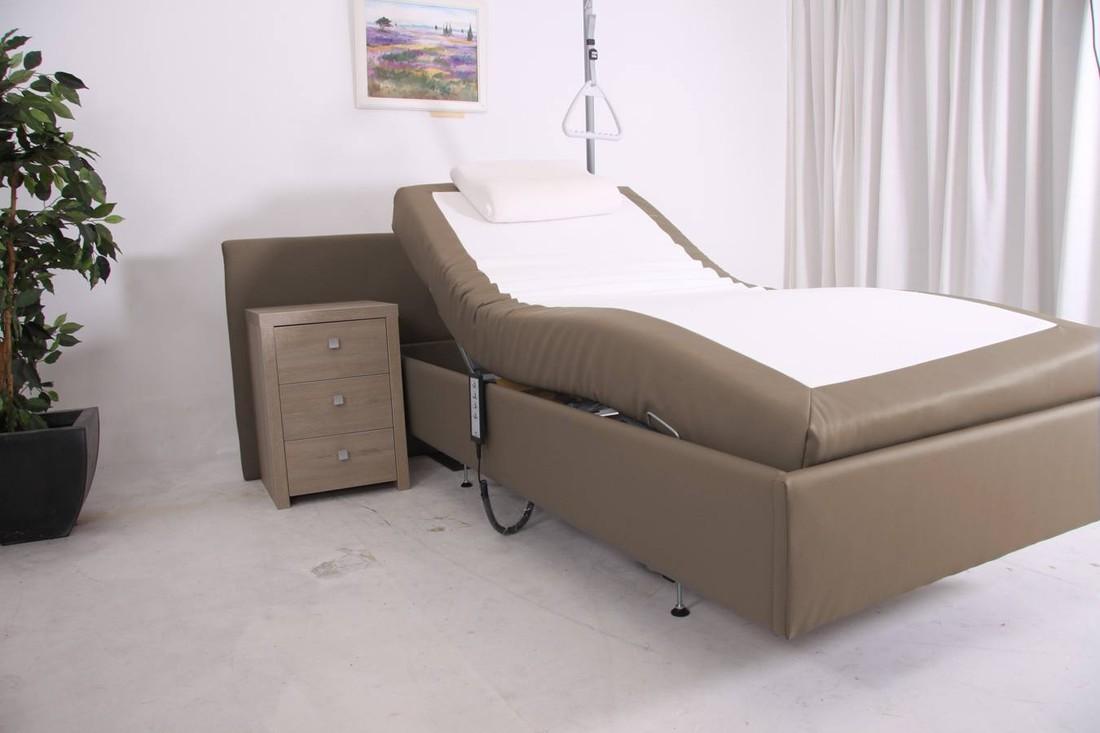 Ivanhoe hooglaag bed. 70 cm breed en 190 cm lang In de webwinkel kunt u kiezen uit 200 of 225 kilo max. belastbaarheid